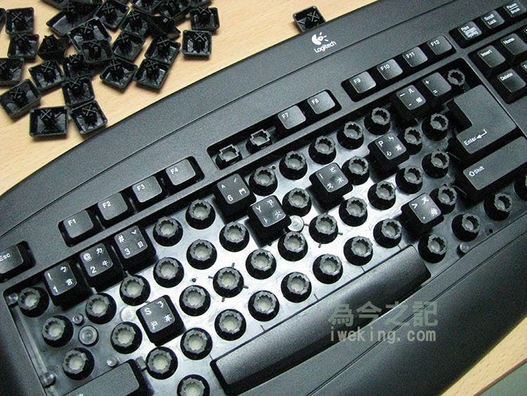 有支架的按鍵建議先裝,例如空白鍵及大Entel鍵,還有最右側的長型+號鍵,左側的Shift鍵
