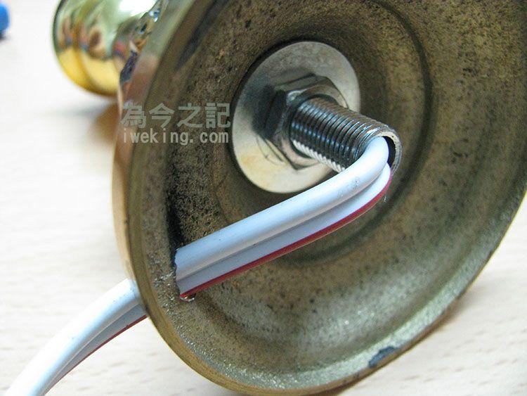電線需穿過圓柱形的鐵管