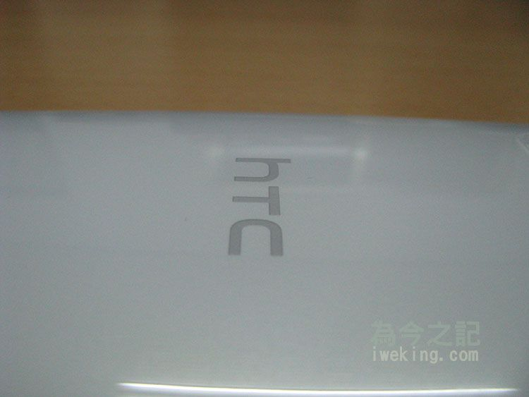 手機背面HTC標誌